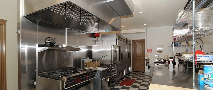 Bếp ăn inox công nghiệp sạch sẽ giúp công ty hay nhà hàng đảm bảo vệ sinh